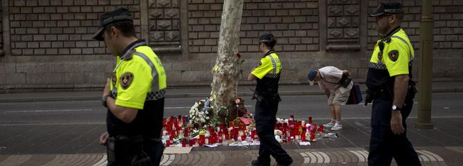 Barcelone: la police ne sait pas où se trouve le principal suspect