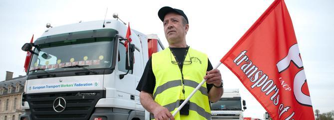 Les routiers promettent des «actions fortes» tôt ce lundi