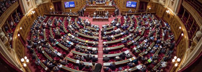 Sénatoriales: la droite se renforce, Emmanuel Macron rate la marche