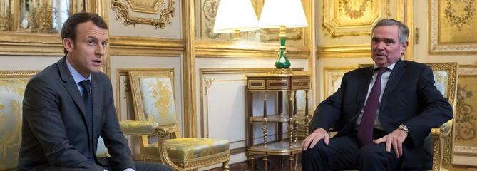 Macron reçoit les chefs de parti pour évoquer le mode de scrutin des européennes