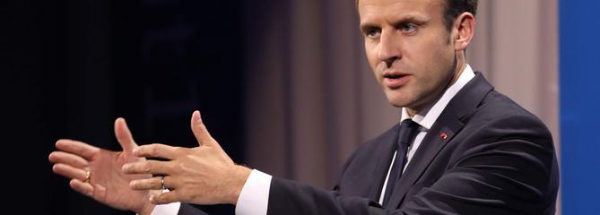 Macron veut désarmer la colère des maires