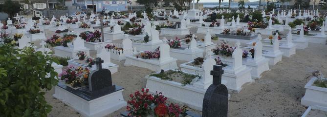 À Saint-Barth, un «enterrement normal et digne», loin de l'hommage parisien