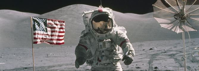 Trump veut renvoyer des Américains sur la Lune, Mars en ligne de mire