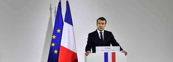 À Calais, Macron défend sa politique migratoire