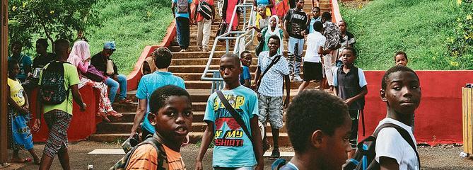 Mayotte: surpopulation, racket, agressions au couteau… les élèves vivent dans la peur