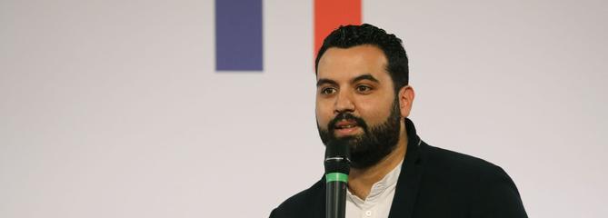 Yassine Belattar, l'humoriste controversé qui conseille le président Macron sur la banlieue
