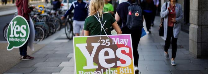 Les Irlandais disent «oui» à la libéralisation de l'avortement