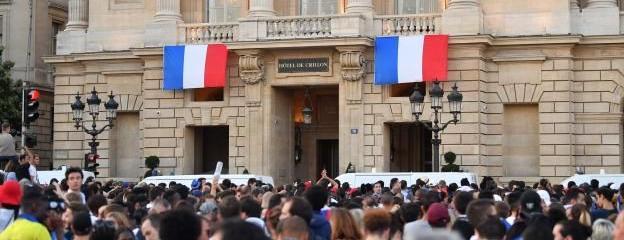 Champs-Élysées, Crillon : les petits ratés du retour des Bleus