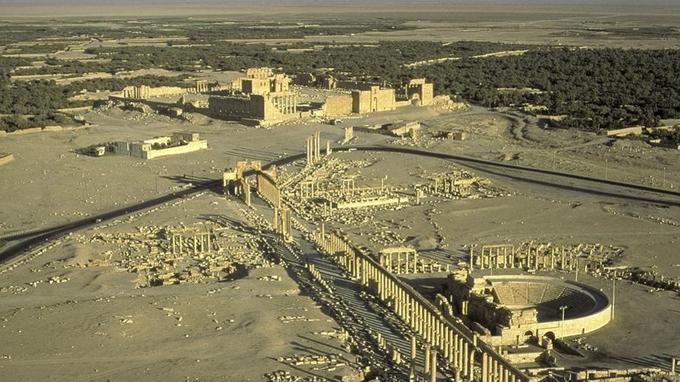La grande colonnade, bordée de monuments civiques et religieux, traversait la ville du nord-est au sud-est sur plus d'un kilomètre. © AKG-Images/Gérard Degeorge