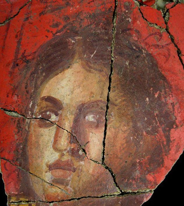 La fresque d'un visage de femme étonnamment bien conservé a été découvert en Arles.