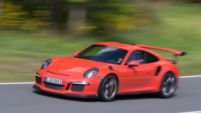 La sonorité très stridente dans les tours du flat-six atmosphérique de 4 litres s'apparente à celle des modèles qui courent en GT.