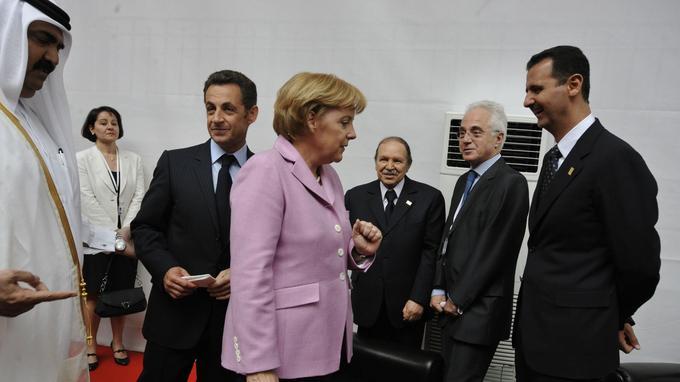 Nicolas Sarkozy lors du lancement de l'UPM, le 13 juillet 2008 à Paris aux côtés d'Angela Merkel, de Bachar el-Assad, d'Abdelaziz Bouteflika.