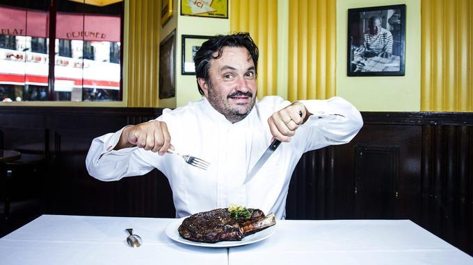 Yves Camdeborde dans son restaurant Le Comptoir du Relais Saint-Germain, à Paris.