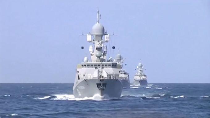 Quatre bâtiments de la flotte caspienne ont mené des frappes groupées contre l'État islamique en Syrie. Ces quatre bâtiments seraient la frégate Dagestan et les corvettes lance-missiles Grad Sviazhsk, Uglitch et Velikiy Ustiug.