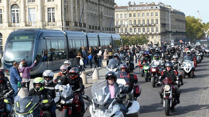 Les boulevards de Bordeaux ont également été pris d'assaut par plus d'un millier de motards.