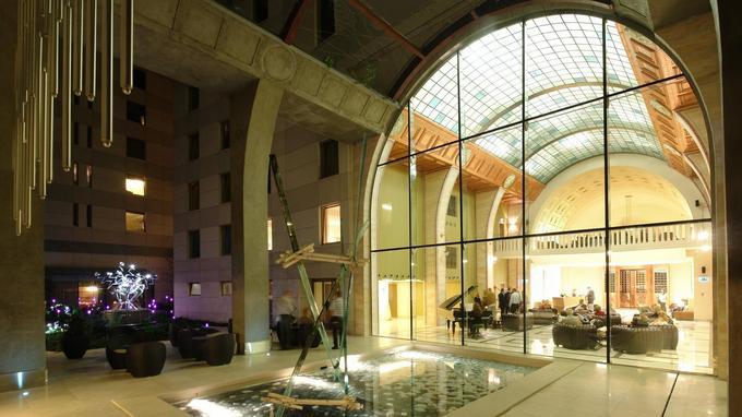 Dans le Continent Zara Hotel, on retrouve l'architecture des anciens thermes.