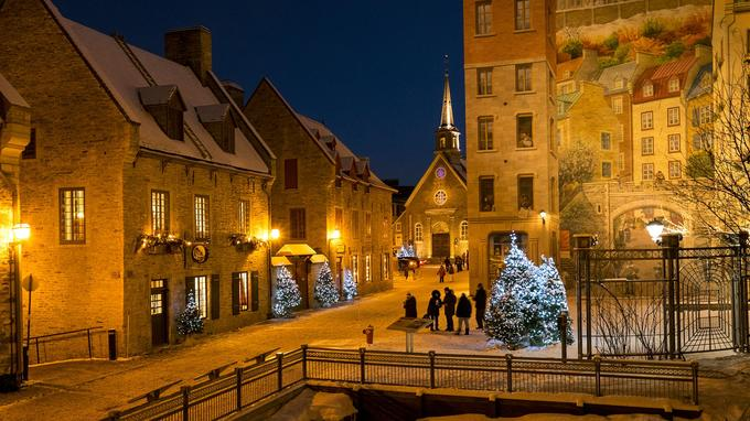 «Sortir dans le Vieux-Québec», déambuler autour de la place Royale est, malgré le froid piquant, un plaisir très prisé des Québécois.