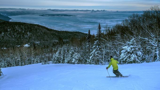 A 800 mètres d'altitude, à peine, la station du Massif offre une neige de qualité et le privilège de skier au-dessus des glaces du Saint-Laurent.