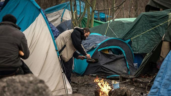 Entre 2500 et 3000 personnes vivent dans des tentes.