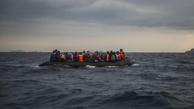 Une arrivée de nouveaux migrants samedi sur l'île de Lesbos.
