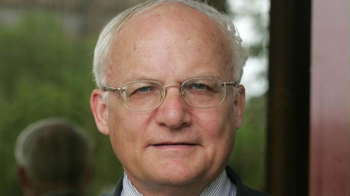 Alain Couanon, diplomate de carrière, ancien ambassadeur, retraité du Quai d'Orsay.