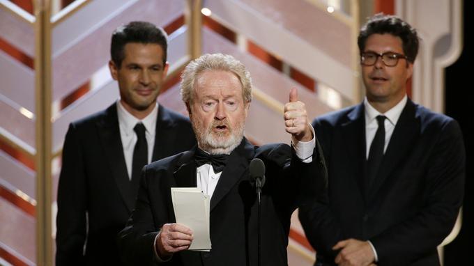 Ridley Scott recevant le prix de la meilleure comédie.