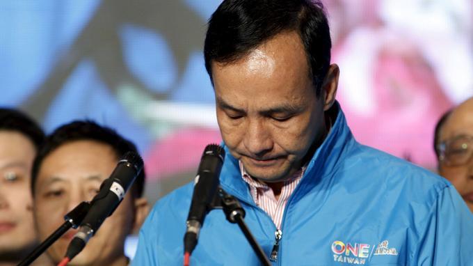 «Je suis désolé... Nous avons perdu. Le KMT a subi une défaite électorale. Nous n'avons pas travaillé assez dur et nous avons déçu les attentes des électeurs», a déclaré Eric Chu, candidat du Kuomintang.