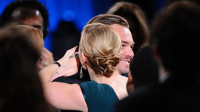 Kate Winslet a été une des premières à féliciter Leonardo DiCaprio. Les deux stars ont tourné dans Titanic et Revolutionary road.