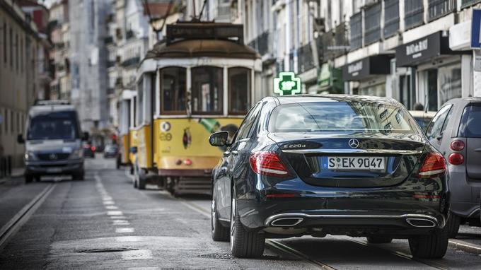 La nouvelle Classe E sait progresser seule dans les embouteillages, à condition que l'environnement s'y prête.