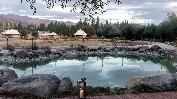 Chamba Camp Thiksey, ce luxueux camp de toile recrée l'ambiance de voyage de la grande époque.