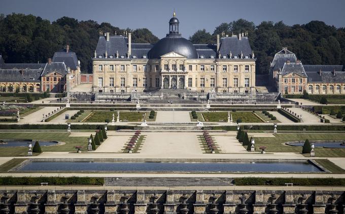 Voué à la destruction pendant la Révolution, le château, alors propriété de la famille de Praslin, dut son salut à l'Académie des beaux-arts, nouvellement créée, dont les membres furent séduits par sa beauté.