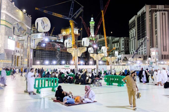 LaMecque est toujours en chantier. La dernière phase des travaux, entreprise par le roi Salmane, prévoit d'ajouter 78 portes supplémentaires à la Grande Mosquée.