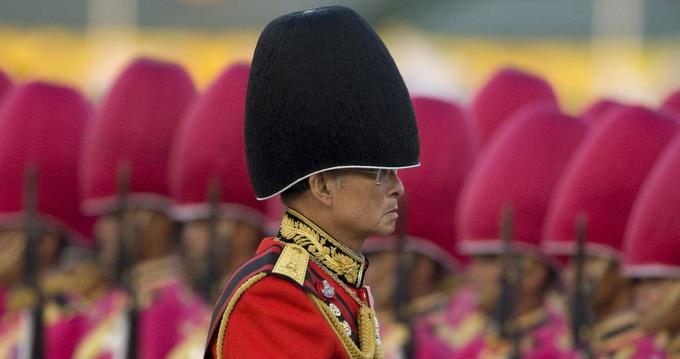 Bhumibol Adulyadej lors de la parade annuelle à Bangkok, en 2008.