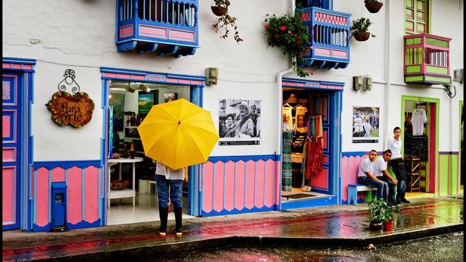 Arc-en-ciel de couleurs sur les murs de Salento, le village carte postale du «triangle du café».