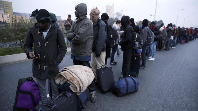Pour la plupart des migrants, l'attente dans la file d'attente a duré plusieurs heures.