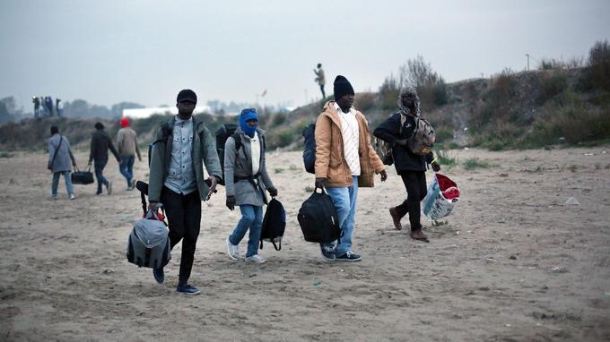 La plupart sont partis à pied du campement pour rejoindre les autocars, tandis que quelques-uns avaient installé toutes leurs affaires sur un vélo.