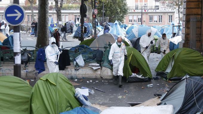 Le nettoyage du camp a commencé dès vendredi matin.