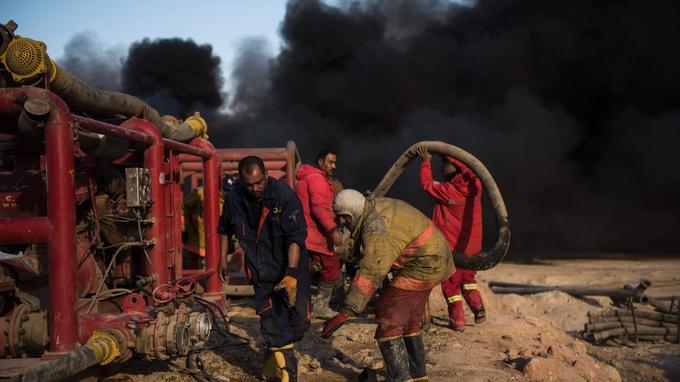 Seulement deux incendies sur les 19 puits incendiés dans la région de Mossoul ont pu être totalement éteints.