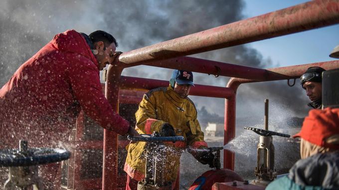 Les pompiers irakiens bénéficient du soutien d'ingénieurs pétroliers.