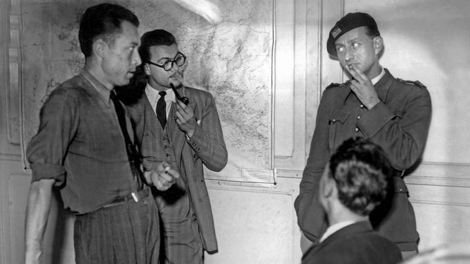 Albert Camus, journaliste et redacteur en chef du journal «Combat» (organe de la resistance) avec Jacques Baumel et Andre Malraux dans les locaux du journal, le 21 septembre 1944.
