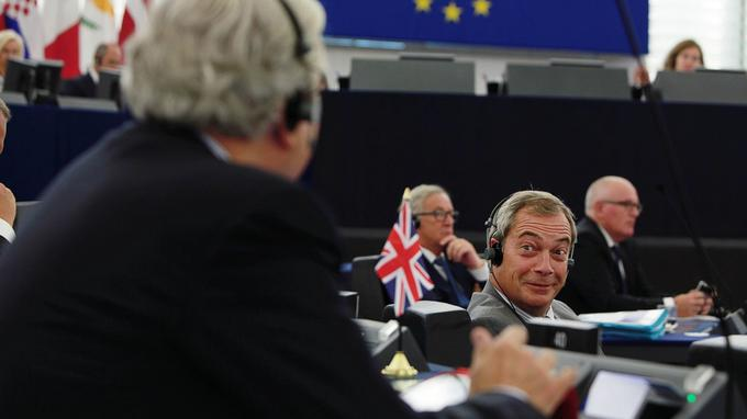 Provocateur impénitent, Nigel Farage (ci-contre), toujours chef de l'Ukip, est réputé pour ses envolées europhobes. Extatique depuis le succès de son référendum du 23juin, il détonne parmiles 751parlementaires.