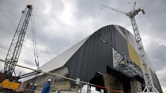 Le dôme, en cours de construction, en avril 2016