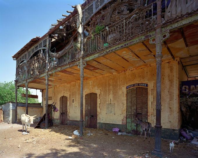 Inaugurée vers 1885, la gare ferroviaire de Ndande, au Sénégal, menace aujourd'hui de s'écrouler.