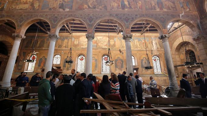 L'intérieur de l'église, après l'attaque.