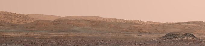 Panorama du cratère de Gale, à partir d'images de Curiosity prises le 14 novembre et assemblées par Thomas Appéré.