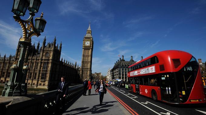 Big Ben, la souveraine de toutes les horloges, règne sur la ville de Londres.