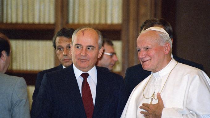 Gorbatchev et Jean Paul II à Rome le 1er décembre 1985.