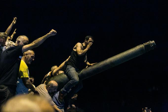 Le 15 juillet 2016, sur le pont Fatih Sultan Mehmet, à Istanbul en Turquie.