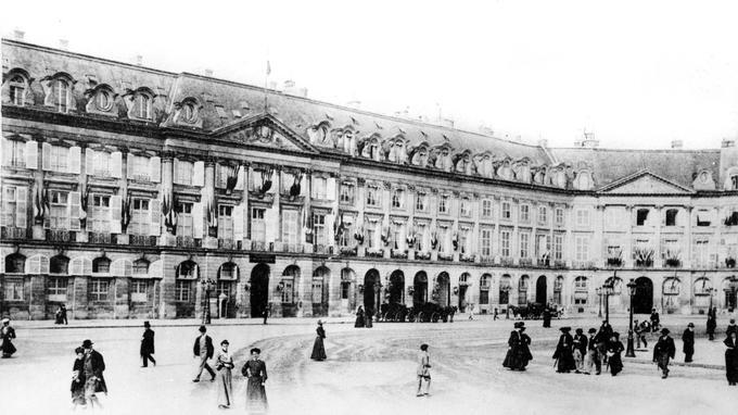 L'Hôtel Ritz, place Vendôme, à Paris, en 1904.