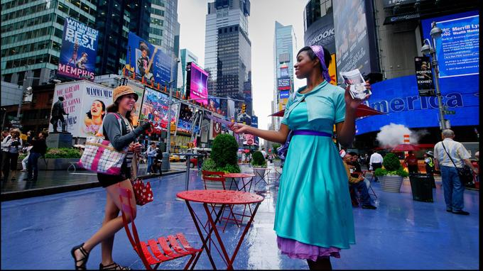 Times Square, où l'on sent battre le cœur de la grande ville-monde.